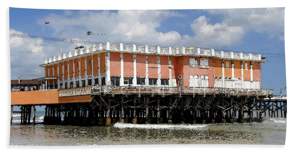 Daytona Beach Florida Bath Sheet featuring the painting Daytona Beach Pier by David Lee Thompson