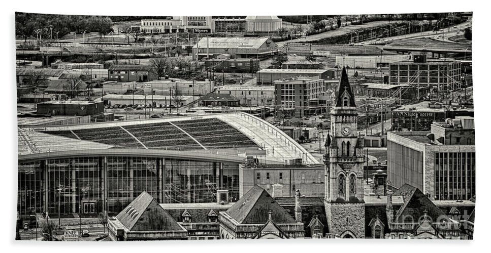 Nashville Bath Sheet featuring the photograph Downtown Nashville by Stanton Tubb