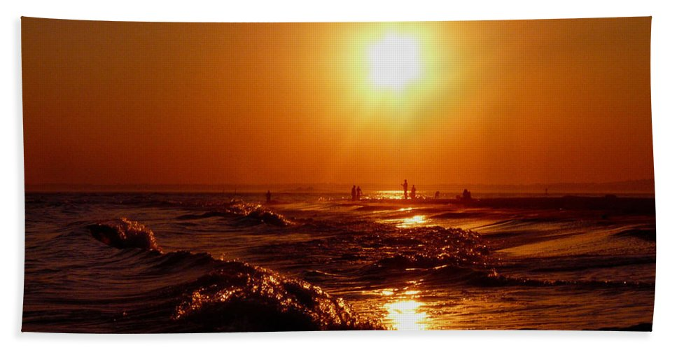 Sunset Hand Towel featuring the photograph Extreme Blazing Sun by Kendall Eutemey