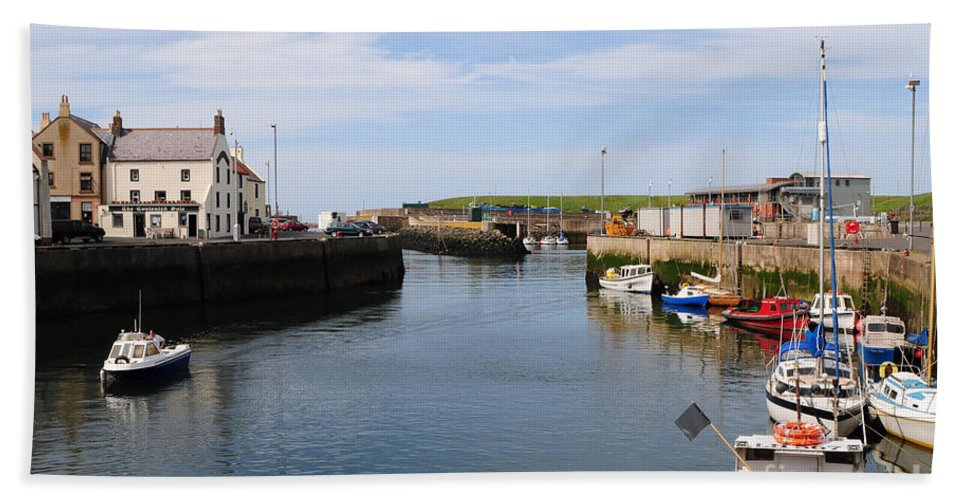 Eyemouth Bath Towel featuring the photograph Eyemouth by Smart Aviation