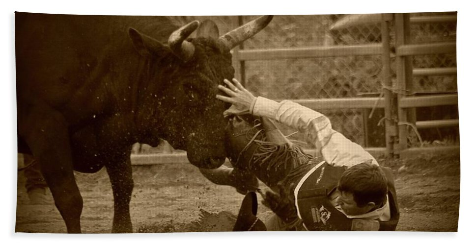 Bull Bath Towel featuring the photograph Going To Hurt by Rick Monyahan