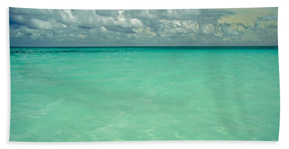 Belize Bath Towel featuring the photograph Heaven by Skip Hunt