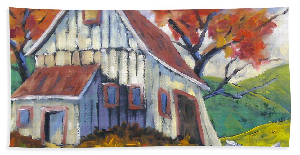 Hill Bath Towel featuring the painting Hillsidebarn by Richard T Pranke