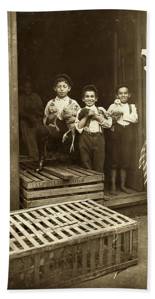 1908 Bath Sheet featuring the photograph Hine: Child Labor, 1908 by Granger