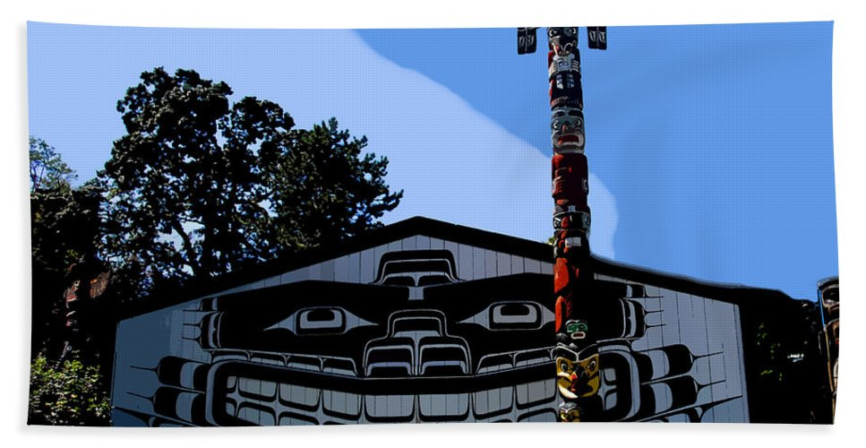 Totem Poll Bath Sheet featuring the painting House Of Totem by David Lee Thompson