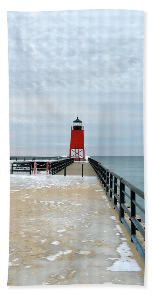 Charlevoix South Pier Lighthouse Bath Sheet featuring the photograph Icy Walk by Linda Kerkau