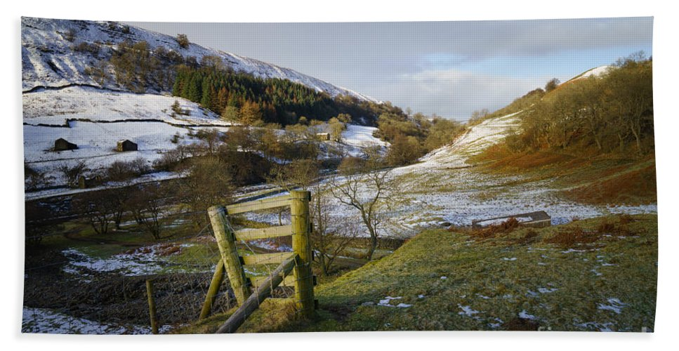 Keld Hand Towel featuring the photograph Keld Views by Smart Aviation