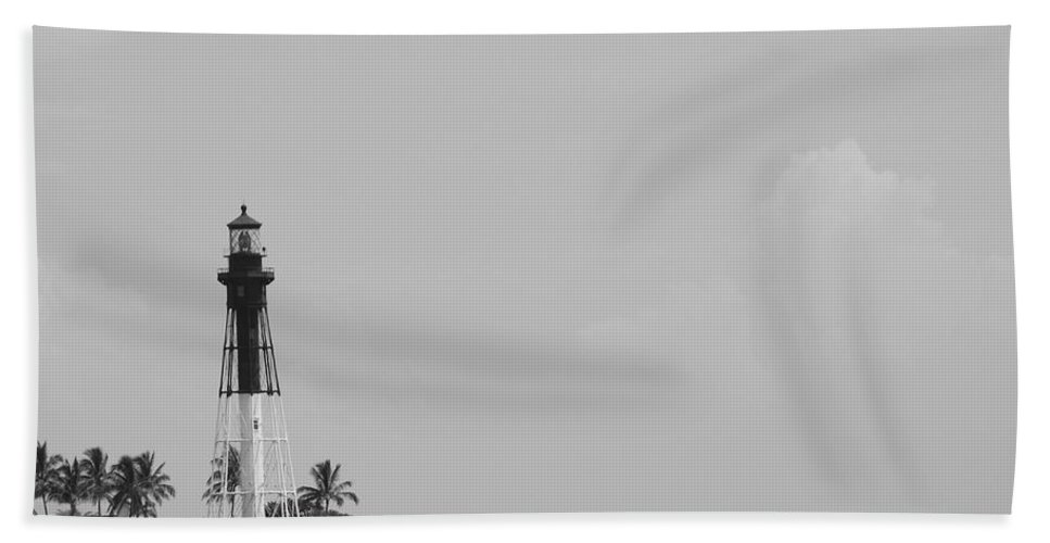 Landscape Bath Towel featuring the photograph Lighthouse Point by Rob Hans