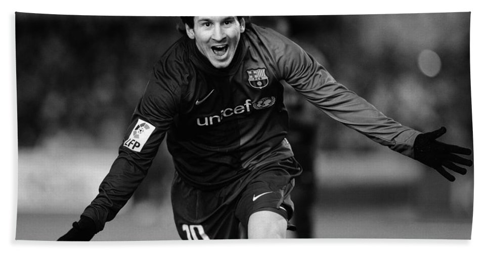 Horizontal Hand Towel featuring the photograph Lionel Messi 1 by Rafa Rivas