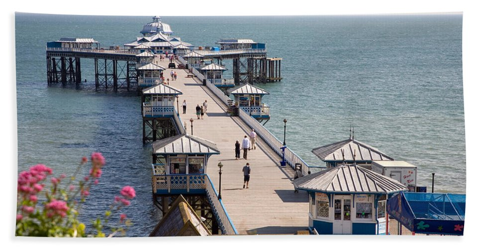 Llandudno Bath Sheet featuring the photograph Llandudno Pier North Wales Uk by Mal Bray
