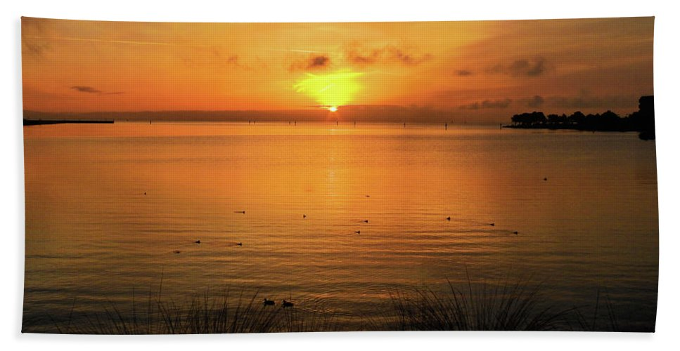 Oysterbay-sunrise Bath Towel featuring the photograph Morning Calm by Scott Cameron