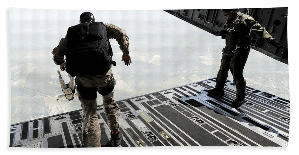 Horizontal Bath Sheet featuring the photograph Navy Seals Jump From The Ramp Of A C-17 by Stocktrek Images