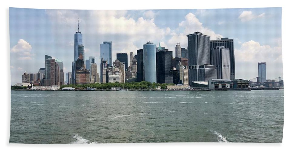 New York Skyline Bath Towel featuring the photograph New York Skyline by Flavia Westerwelle