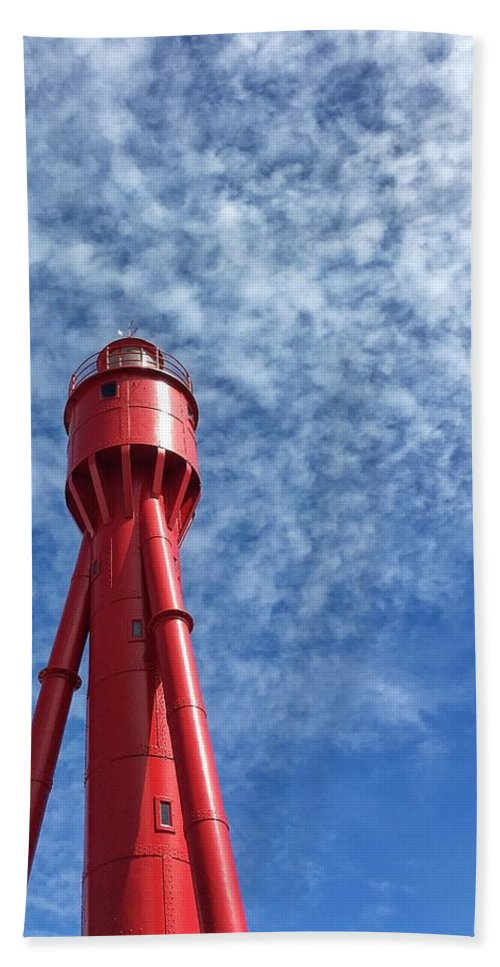 Beautiful Hand Towel featuring the photograph Old Lighthouse by Paulo Goncalves