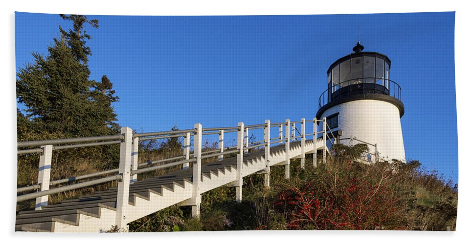 Maine Hand Towel featuring the photograph Owls Head Lighthouse by John Greim