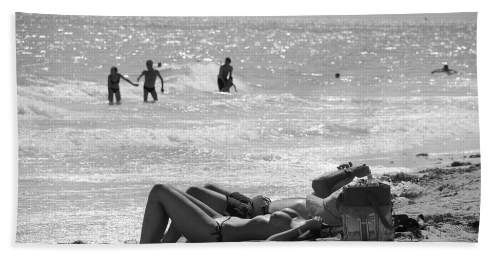Black And White Bath Towel featuring the photograph Paradise Beach by Rob Hans