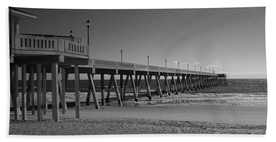 Pier Bath Towel featuring the photograph Pier Willmington Nc by Tommy Anderson