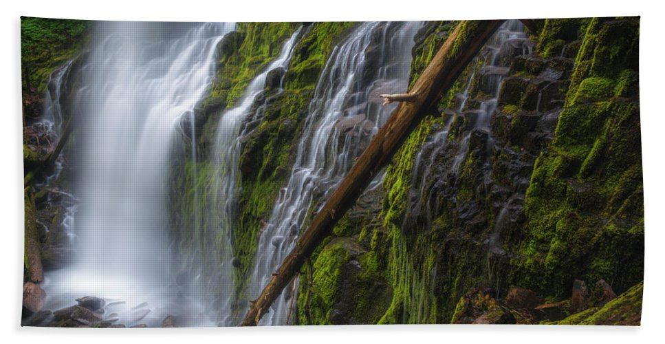 Water Bath Towel featuring the photograph Proxy Falls by Cat Connor