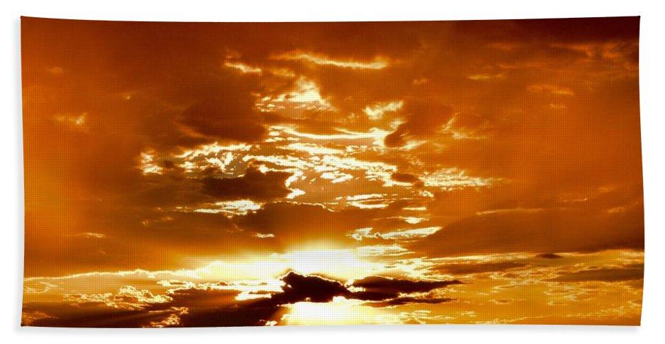 Sedona Bath Sheet featuring the photograph Sedona Sunset by Heber Lopez