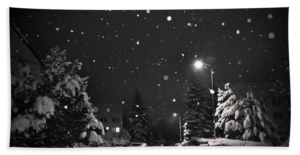Snow Hand Towel featuring the photograph Silent Night by Dorit Fuhg