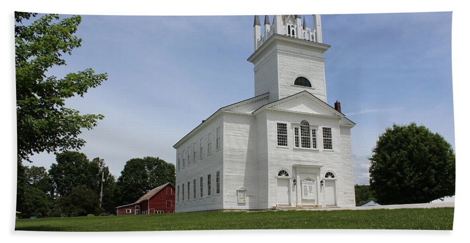 Church Hand Towel featuring the photograph Sudbury Congregational Church by Dominic Labbe
