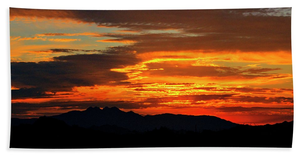 Sunrise Bath Towel featuring the photograph Superstition Sunrise by Saija Lehtonen
