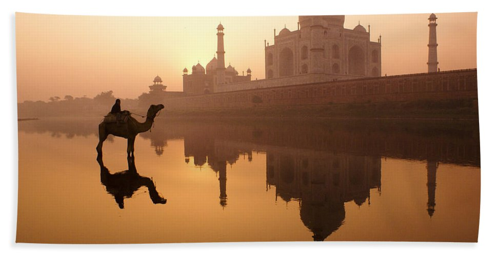 Sunrise Hand Towel featuring the photograph Taj Mahal At Sunrise by Michele Burgess