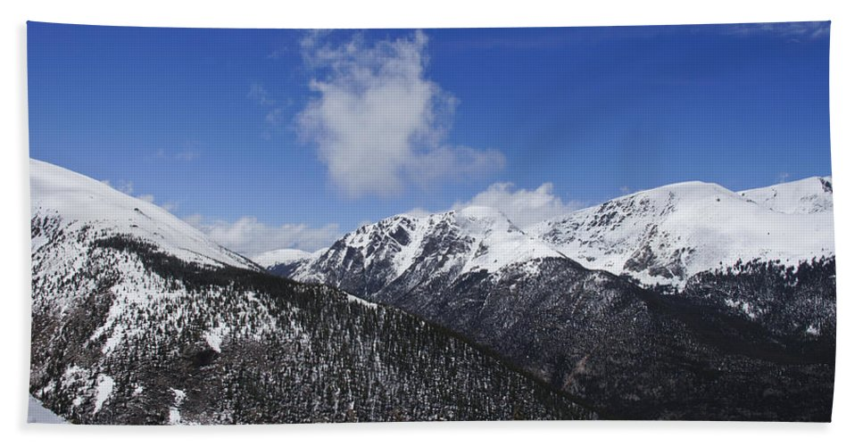 Horizontal Hand Towel featuring the photograph The Continental Divide by Brian Kamprath