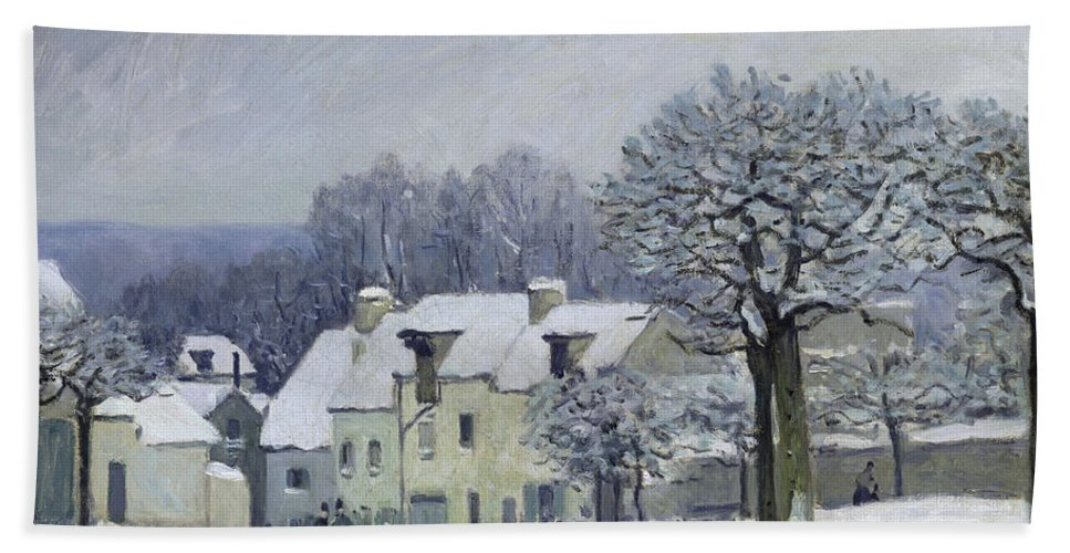The Place Du Chenil At Marly-le-roi Bath Sheet featuring the painting The Place Du Chenil At Marly Le Roi by Alfred Sisley