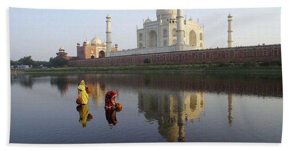 Taj Mahal Hand Towel featuring the photograph Timeless Taj Mahal by Michele Burgess