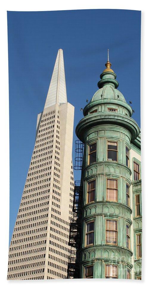 San Francisco Bath Sheet featuring the photograph Transamerica Pyramid Building by Henrik Lehnerer