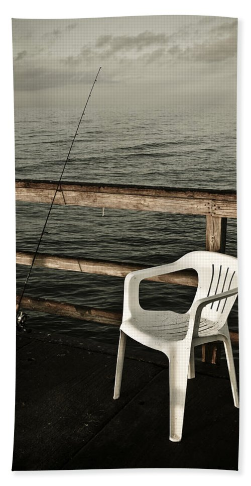 Fish Bath Towel featuring the photograph Waiting by Marilyn Hunt