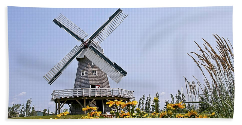 Windmill Hand Towel featuring the photograph Windmill by Teresa Zieba
