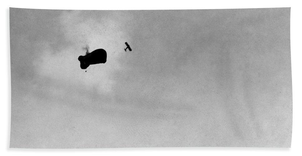 1917 Bath Sheet featuring the photograph World War I: Aerial Battle by Granger