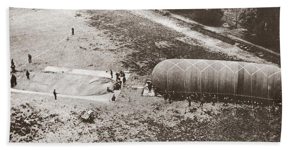 1914 Bath Sheet featuring the photograph World War I: Balloon by Granger