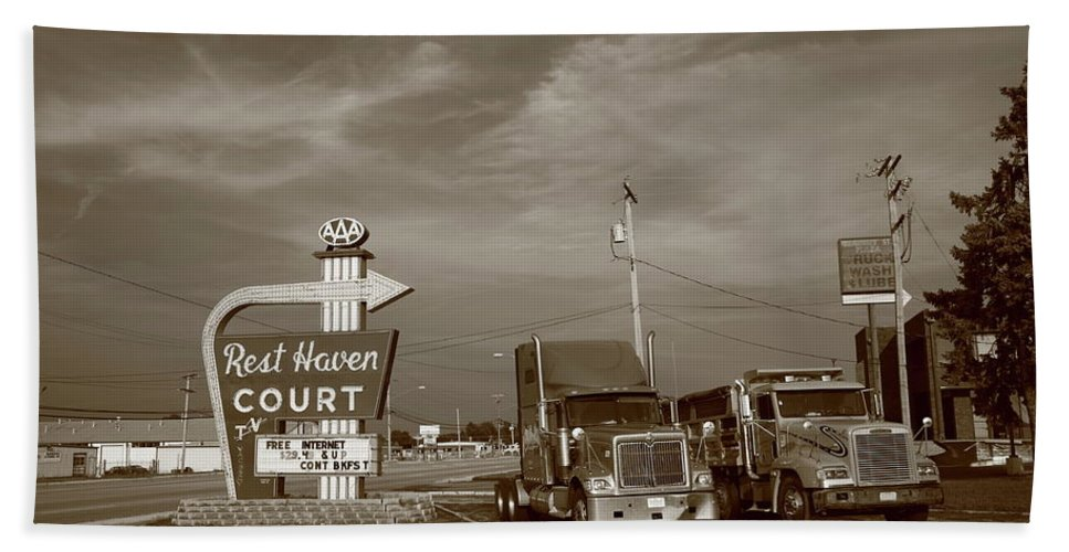 66 Bath Sheet featuring the photograph Route 66 - Rest Haven Motel by Frank Romeo
