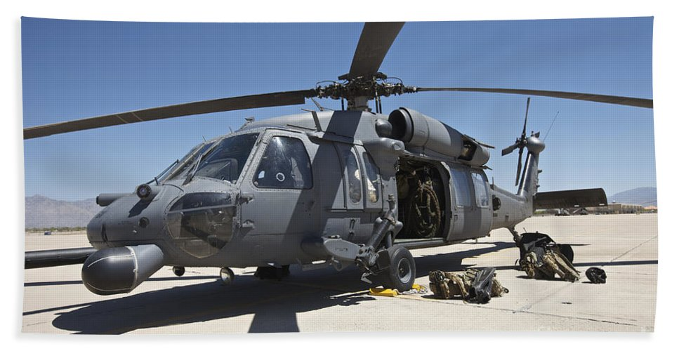 Exercise Angel Thunder Bath Sheet featuring the photograph Hh-60g Pave Hawk With Pararescuemen by Terry Moore