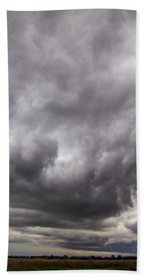 Nebraskasc Bath Sheet featuring the photograph Non Severe Nebraska Thunderstorms by NebraskaSC