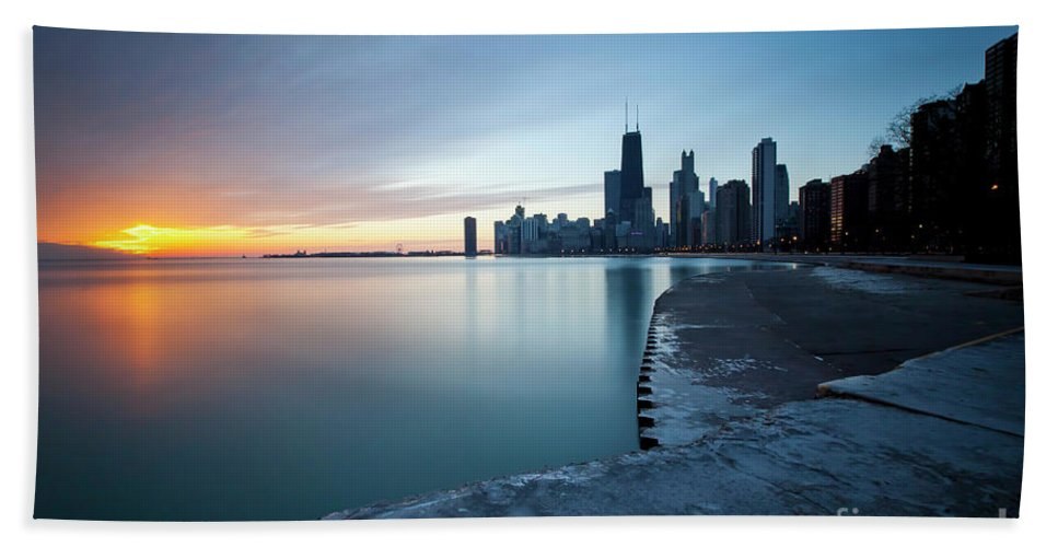 Chicago Bath Sheet featuring the photograph 1415 Chicago by Steve Sturgill