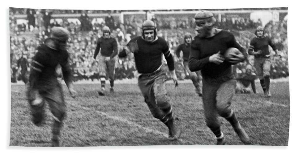 1920s Bath Towel featuring the photograph 1923 Ny Giants Pro Game by Underwood Archives