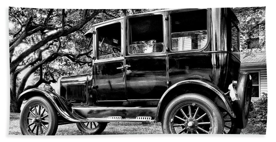 Ford Model T Bath Sheet featuring the photograph 1926 Ford Model T by Bill Cannon