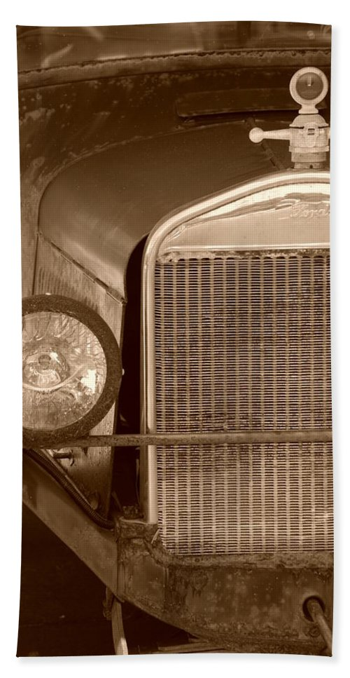 Sepia Bath Towel featuring the photograph 1926 Model T by Rob Hans