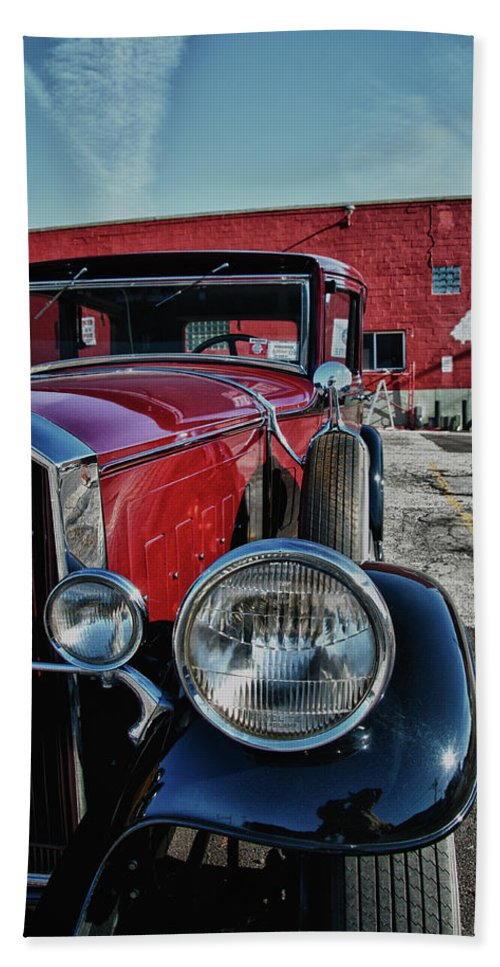 Antique Car Hand Towel featuring the photograph 1931 Pierce Arow 3473 by Guy Whiteley