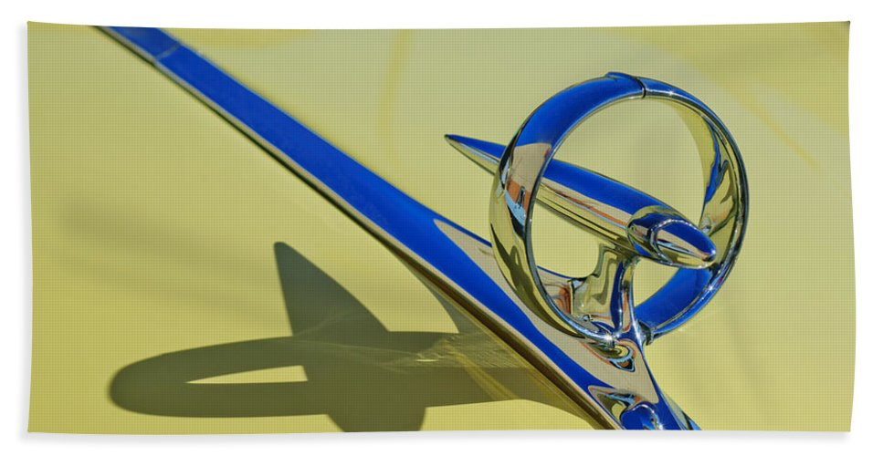 1946 Buick Convertible Hand Towel featuring the photograph 1946 Buick Convertible Hood Ornament 2 by Jill Reger