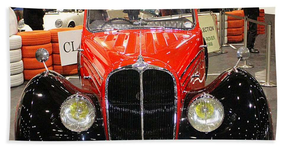 1947 Hand Towel featuring the photograph 1947 Delahaye 135m Letourner Et Marchand Cabriolet by Peter Lloyd