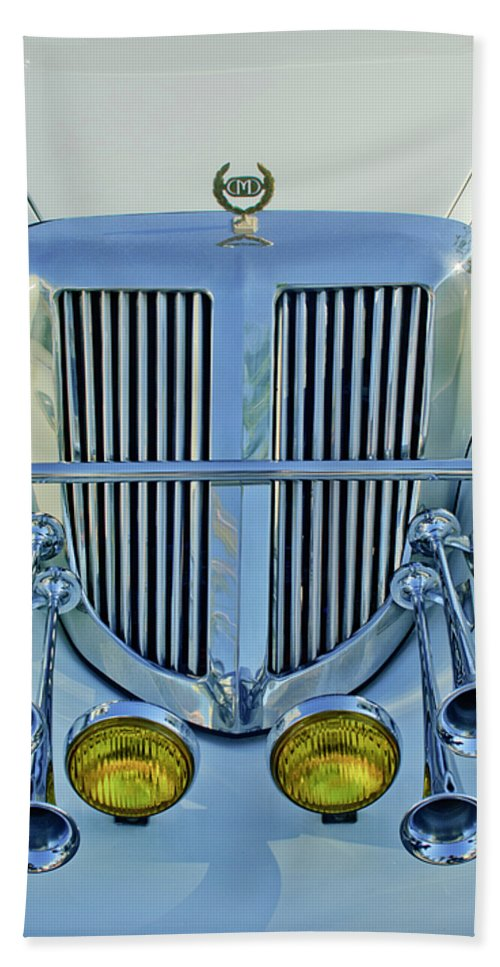 1985 Tiffany Coupe Hand Towel featuring the photograph 1985 Tiffany Coupe Grille by Jill Reger