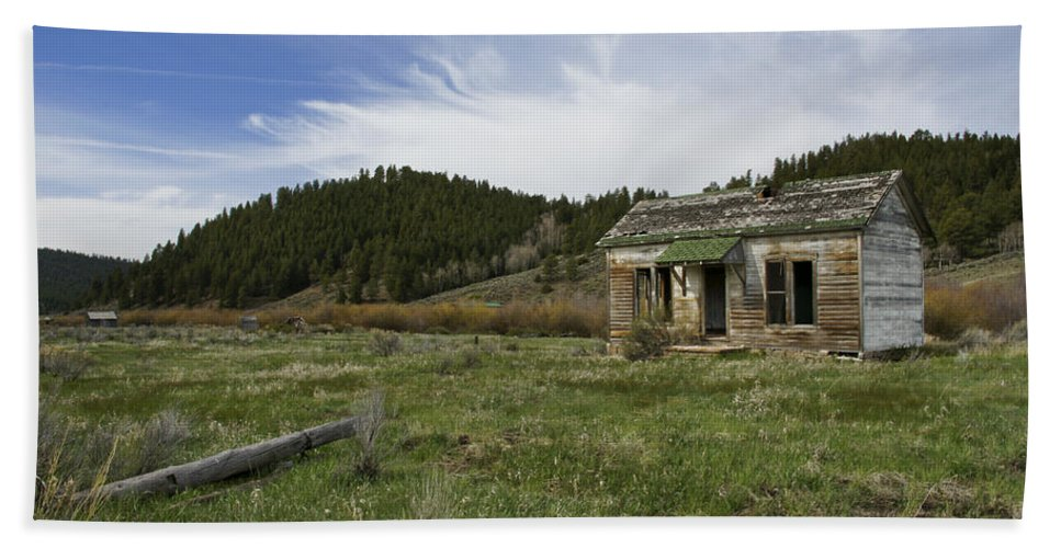 Horizontal Hand Towel featuring the photograph Abandoned House by Brian Kamprath