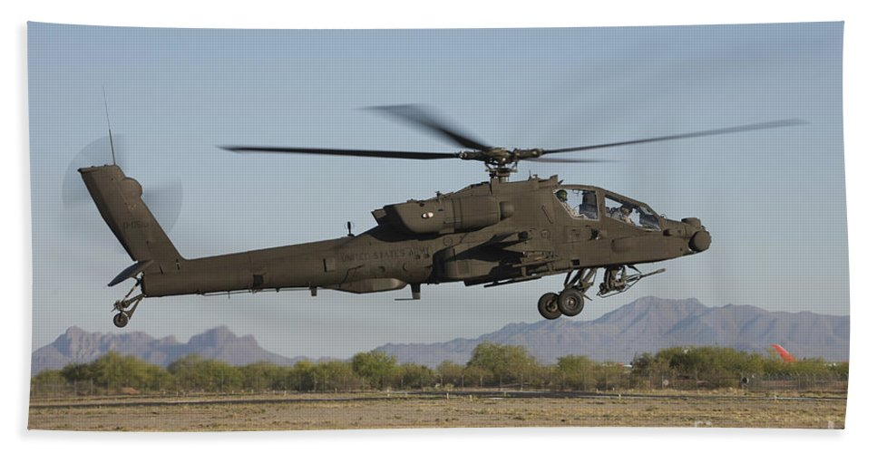 Exercise Angel Thunder Bath Sheet featuring the photograph Ah-64d Apache Longbow Lifts by Terry Moore
