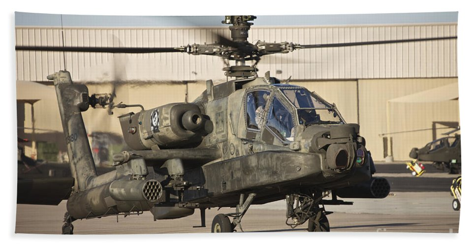 Exercise Angel Thunder Bath Sheet featuring the photograph Ah-64d Apache Longbow Taxiing by Terry Moore