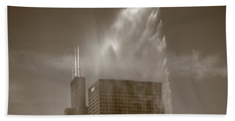 America Bath Sheet featuring the photograph Chicago - Buckingham Fountain by Frank Romeo